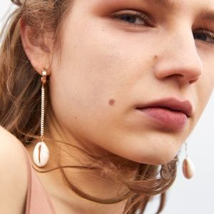 Zara Jewelry - NWT • Zara • Hoop Earrings with Shells
